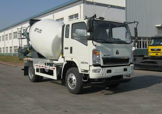 Professional Small Concrete Mixer Truck Self Loading HOWO 4*2 3 CBM White Color
